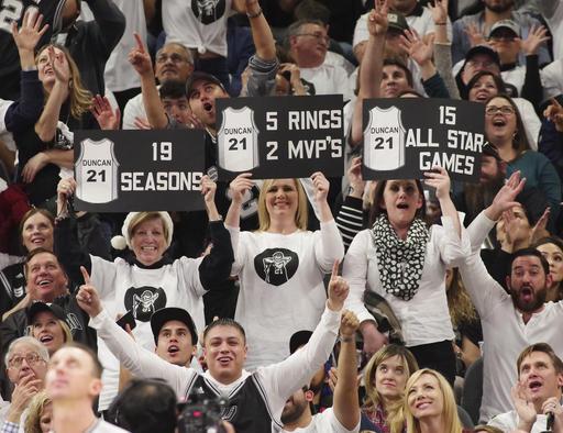 Los aficionados despidieron a la leyenda /Foto AP