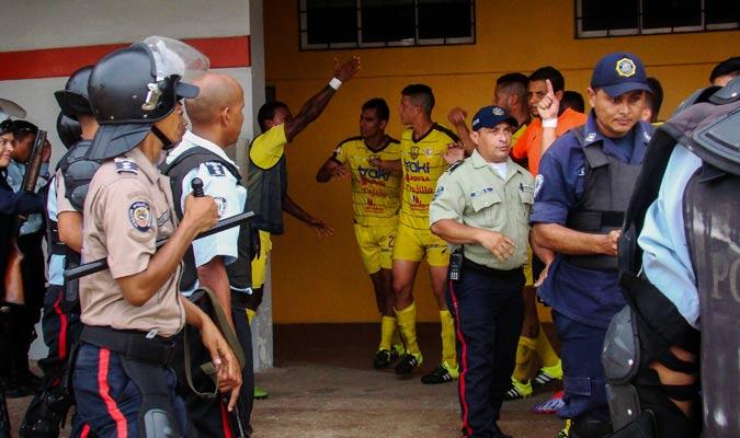 Erazo respondió con un golpe a un supuesto empujón de la Policía | Foto: Rafael Araujo