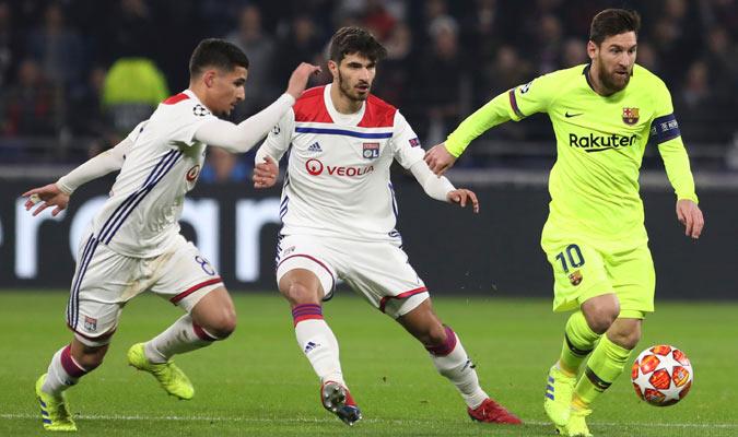 Messi lo intentó pero no pudo ante la defensa del Lyon/ Foto AP