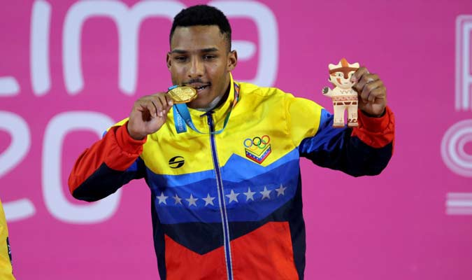 Mayora posó con su nueva medalla / Foto: Panam Sports