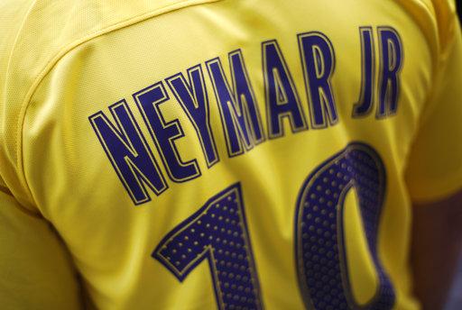 Neymar deja el 11 para usar la 10 /Foto AP
