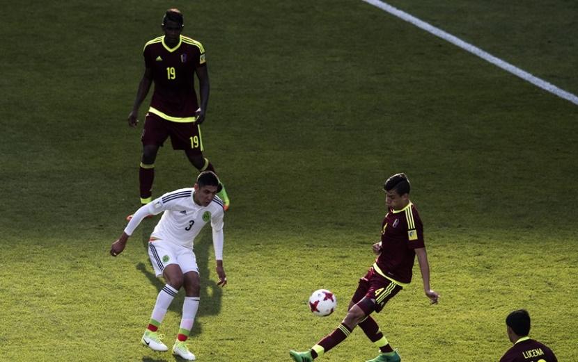 La defensa criolla estuvo atenta /Foto FIFA