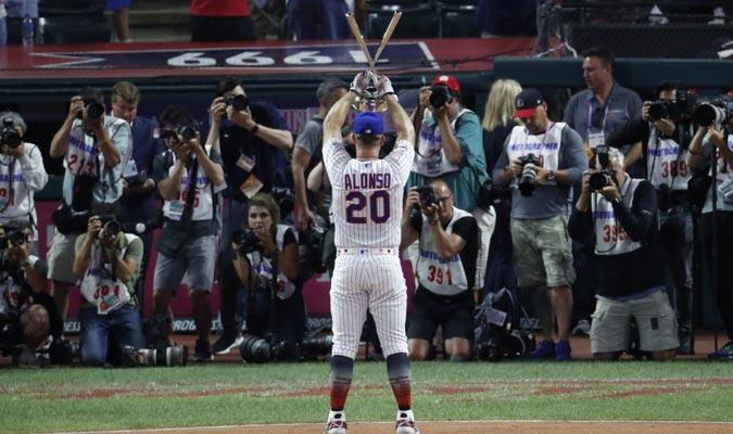 El jugador exhibió su trofeo / Foto: AP
