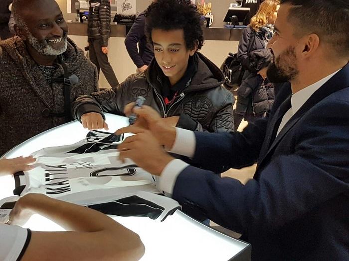 Comparte con un pequeño hincha bianconero | Foto: Juventus