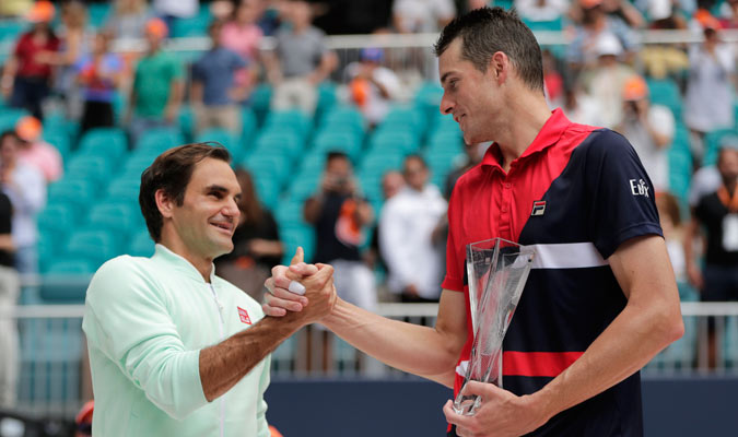 El norteamericano felicitó a Federer por lograr un nuevo título/ Foto AP