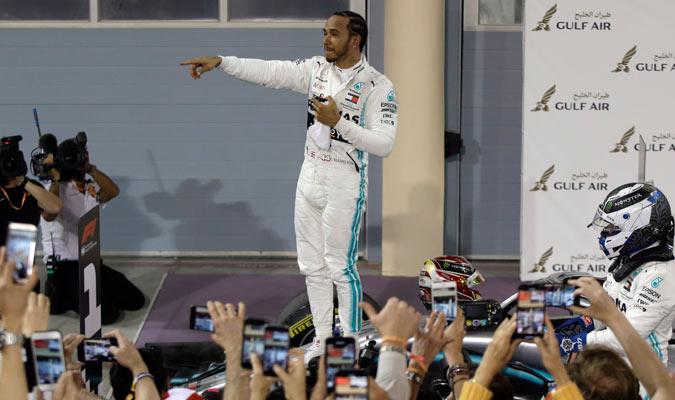 Hamilton se terminó imponiendo en la carrera/ Foto AP