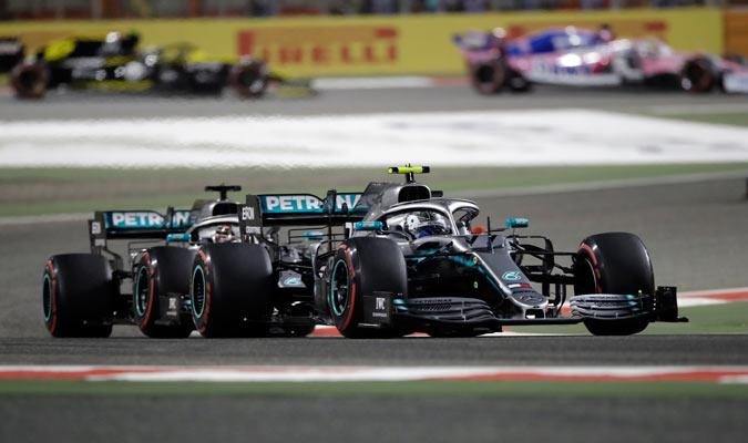 Los Mercedes trataron de dar guerra desde el principio/ Foto AP