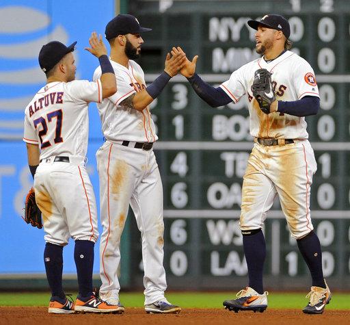 Junto a Springer y Marwin González para celebrar una victoria /Foto AP