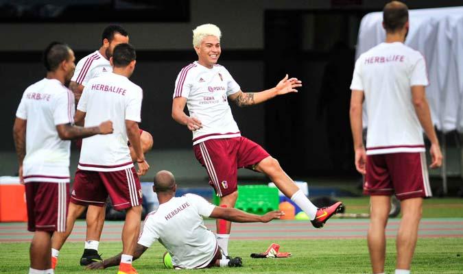 La camaradería se hace presente en el entrenamiento de la selección./F.Bruzco