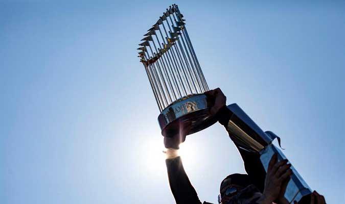 El trofeo brilló más que nunca / Foto: AP