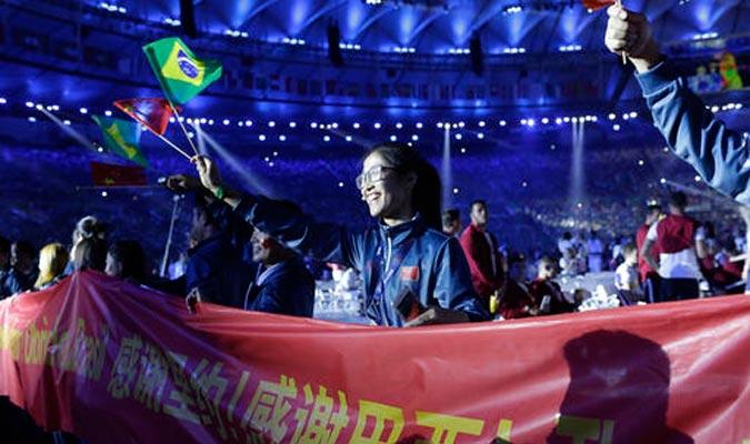 Los atletas disfrutaron de la ceremonia de clausura / Foto AP