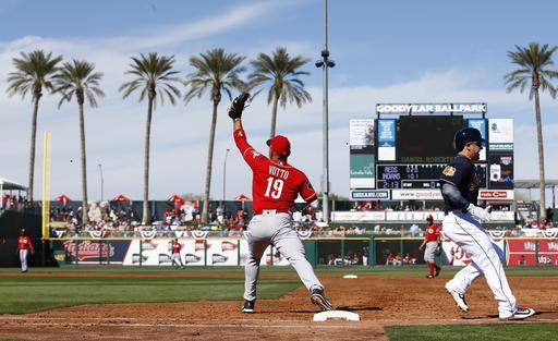 Gran imagen de una jugada en primera base /Foto AP