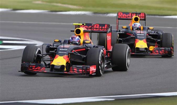 Pilotos de Red Bull dan sus primeras vueltas en Silverstone / Foto AP