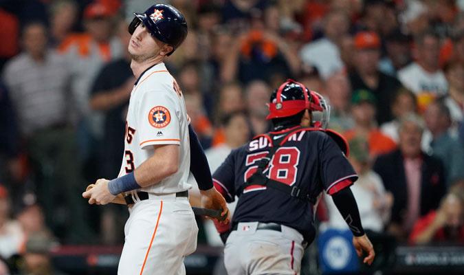 Tucker sigue sin reaccionar con el madero/ Foto AP