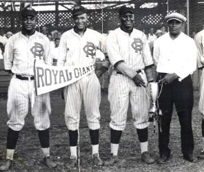 El equipo de Ligas Negras Philadelphia Royals Giants visitaron Japón en 1927 y 1932. Ganaron 46 juegos y perdieron 2. Foto Negro Leagues Baseball Museum