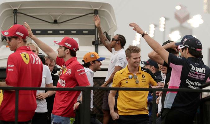 Los pilotos llegando al circuito/ Foto AP