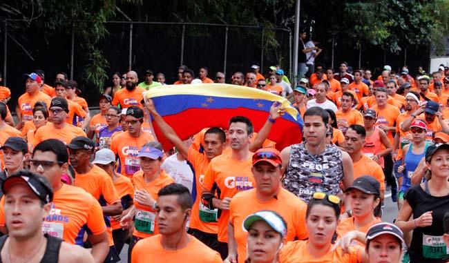 Las calles de la capital se tiñeron de anaranjado/Alberto Torres