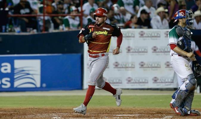 Herlis Rodríguez anotó una carrera para el bando venezolano/ Foto AP