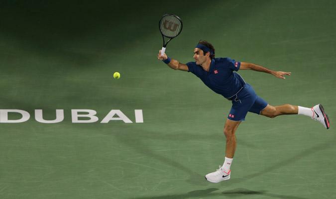 Federer se apoyó en su buen saque/ Foto AP