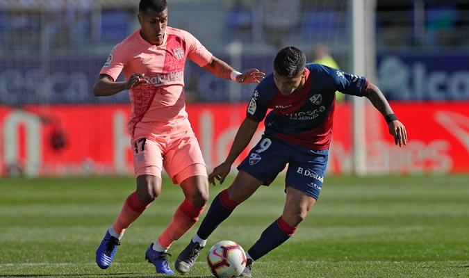Cucho Hernández tratando de pasar a Murillo/ Foto AP