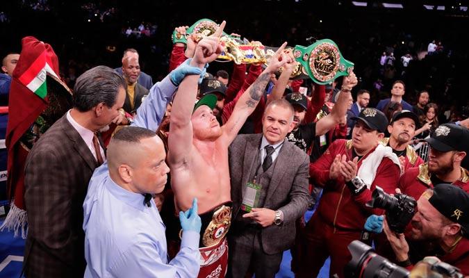 """El """"Canelo"""" levantó su tercera corona profesional/ Foto AP"""
