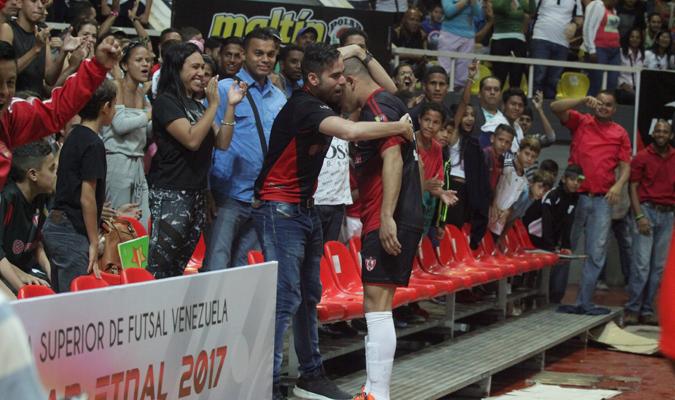 Cabarca celebrando el tanto / Foto: César Suárez
