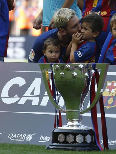 Messi se mostró muy familiar /Foto AP