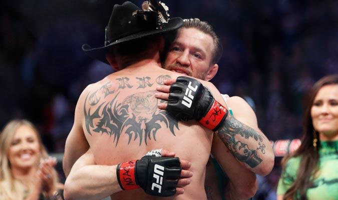 El irlandés abraza al norteamericano luego de la pelea/ Foto AP