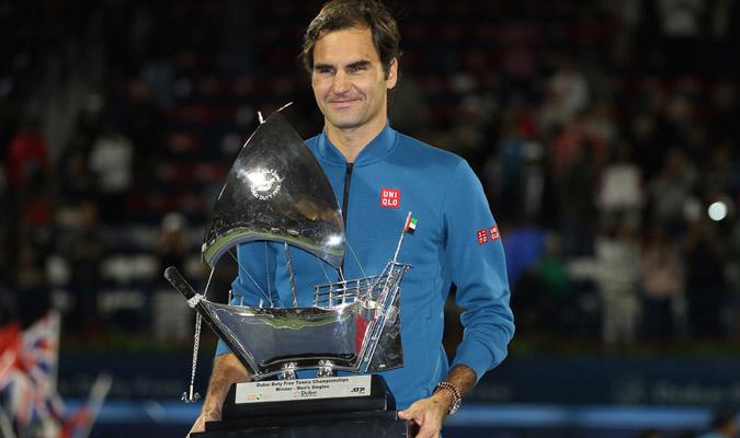 Federer ya agregó otro trofeo más a su amplio palmarés/ Foto AP