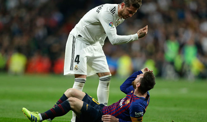 Ramos reclamando a Messi/ Foto AP