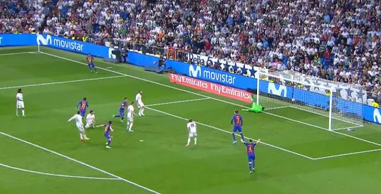 El gol de Messi en el minuto 92 en el Bernabéu frente al Real Madrid situaba el 2-3 definitivo en el marcador. El partido parecía destinado al empate. A falta de solo 40 segundos para el final Jordi Alba sirvió atrás el pase y ahí apareció Messi para rematar ajustado al palo derecho de la portería de Keylor Navas. | Foto: Cortesía
