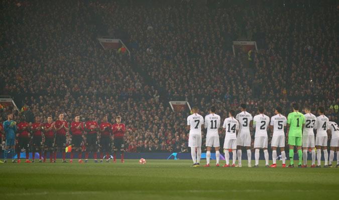 Ambos equipo dedicaron un minuto de silencio por Emiliano Sala/ Foto AP