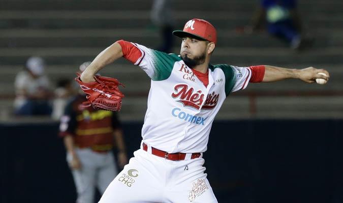Marco Tovar lanzando ante los venezolanos/ Foto AP