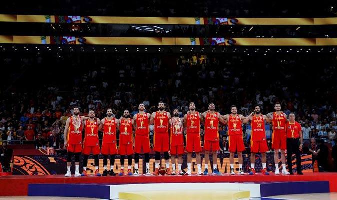 España escucha su himno nacional/ Foto EFE