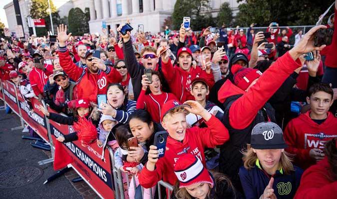 Los fanáticos asistieron a apoyarlos / Foto: AP