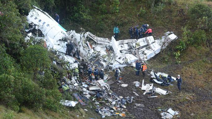 Restos del avión que llevaba al Chapecoense/AP