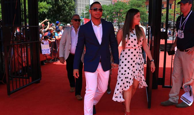 Willson Contreras llegó con su pareja / Foto: MLB Venezuela