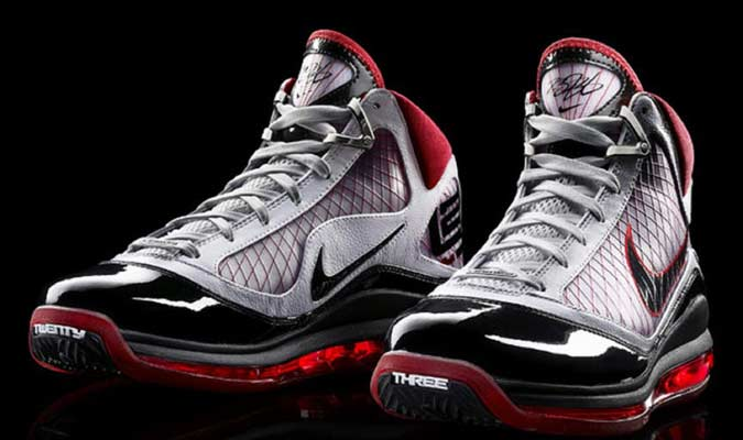 2009 Nike Air Max Lebron VIII - Lebron James