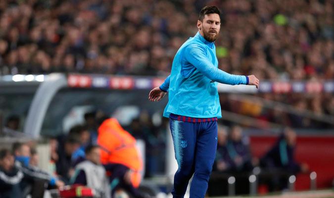 Messi se levantó a calentar/ Foto AP