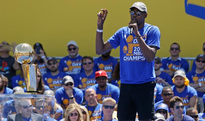 Durant se mostró feliz de haber elegido a los Warriors / Foto AP