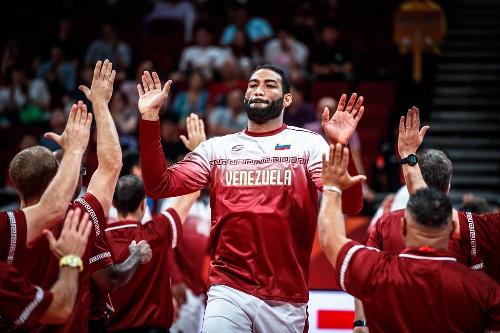 Bethelmy entra a la cancha/ Foto fiba.basketball.es