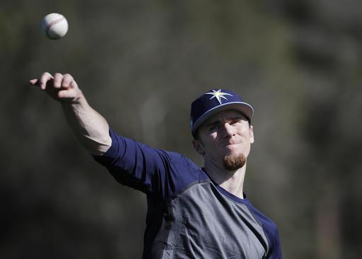 Matt Duffy suelga algunas pelotas /Foto AP