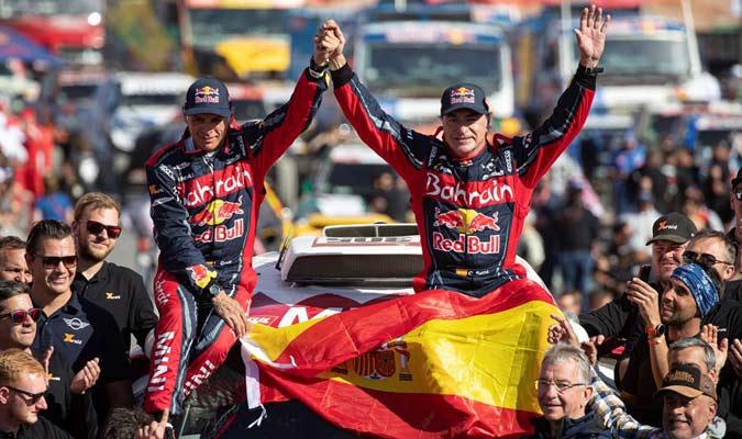 Sainz celebra junto a su copiloto Lucas Cruz/ Foto EFE