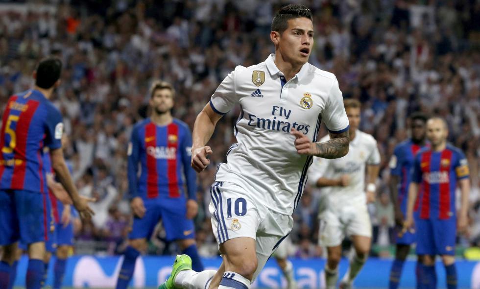 James Rodríguez hizo su mejor aparición en el clásico español a los 85 minutos. Sí, cuando el partido se complicaba para el Madrid, el colombiano anotó el 2-2. Ingresó en el segundo tiempo por Karim Benzema y anotó un gol fundamental para el equipo merengue | Foto: El País