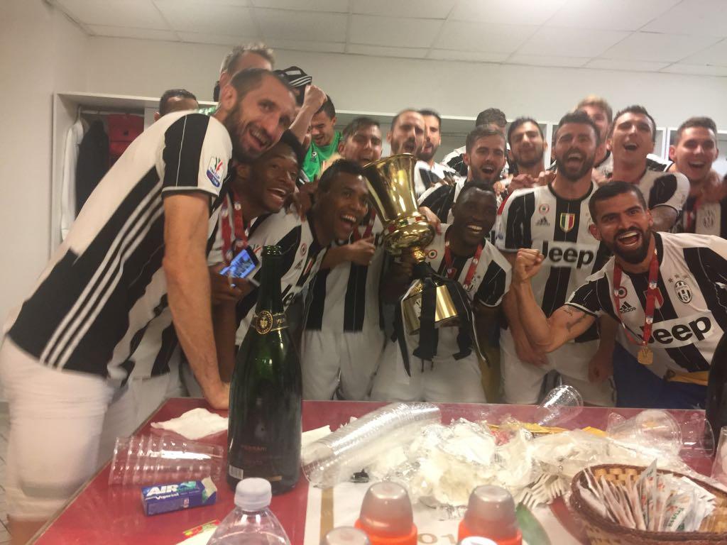 El futbolista celebró en el camerino con sus compañeros / Foto @juventusfc