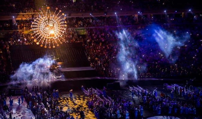 El público presente le brindó un aplauso a todos los participantes / Foto AP
