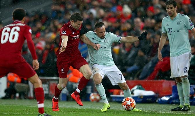 Ribéry luchando por el balón con Milner/ Foto AP