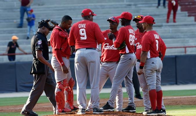 La reunión de los cubanos en el montículo/ Foto AP