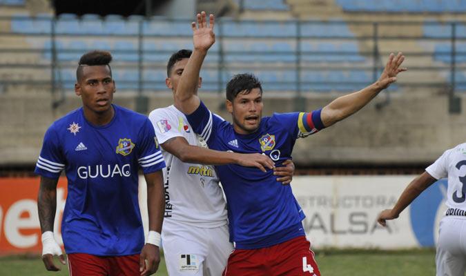 Jonathan España porta la cinta de Capitán con el Atlético Venezuela | Foto Prensa AV