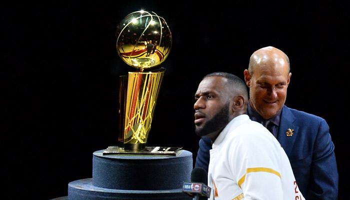El trofeo de campeón fue la principal atracción /Foto AFP